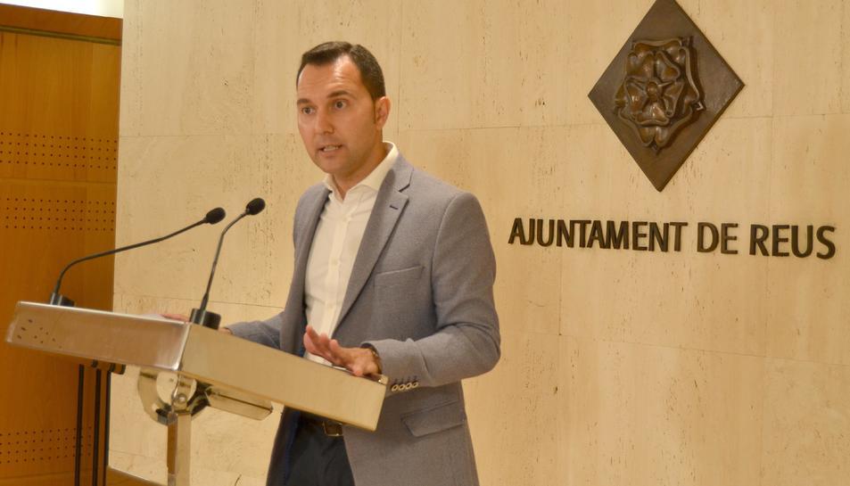 El regidor Daniel Rubio durant la compareixença.