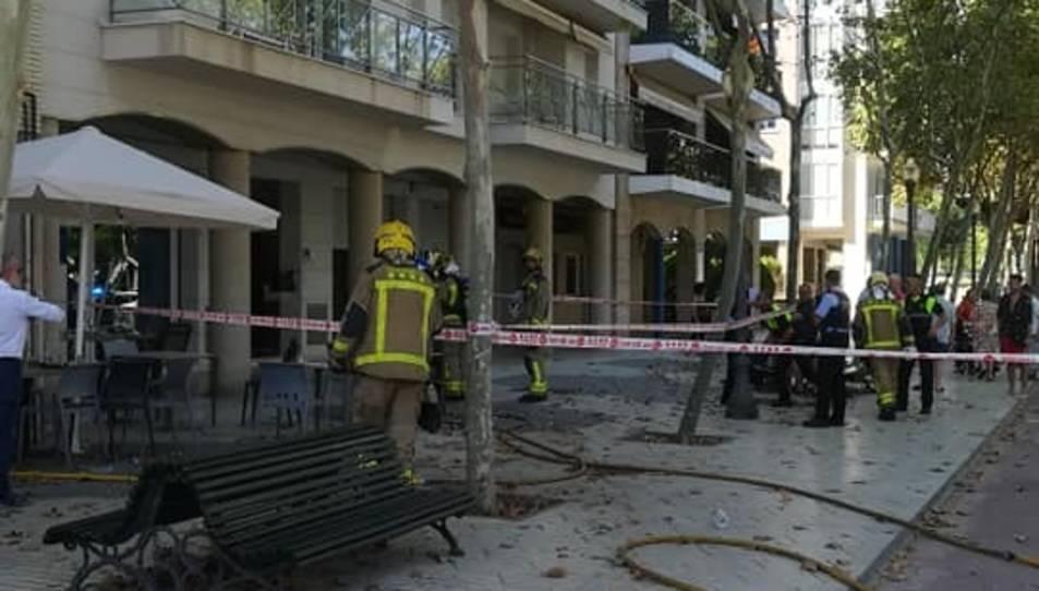 Quatre dotacions de Bombers han treballat en l'incendi.