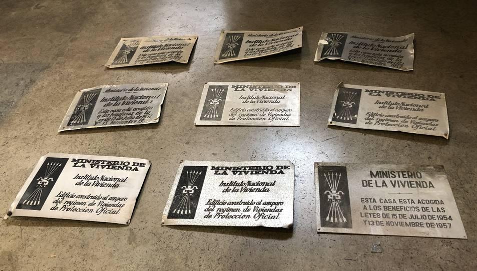 Imatge de les plaques retirades.