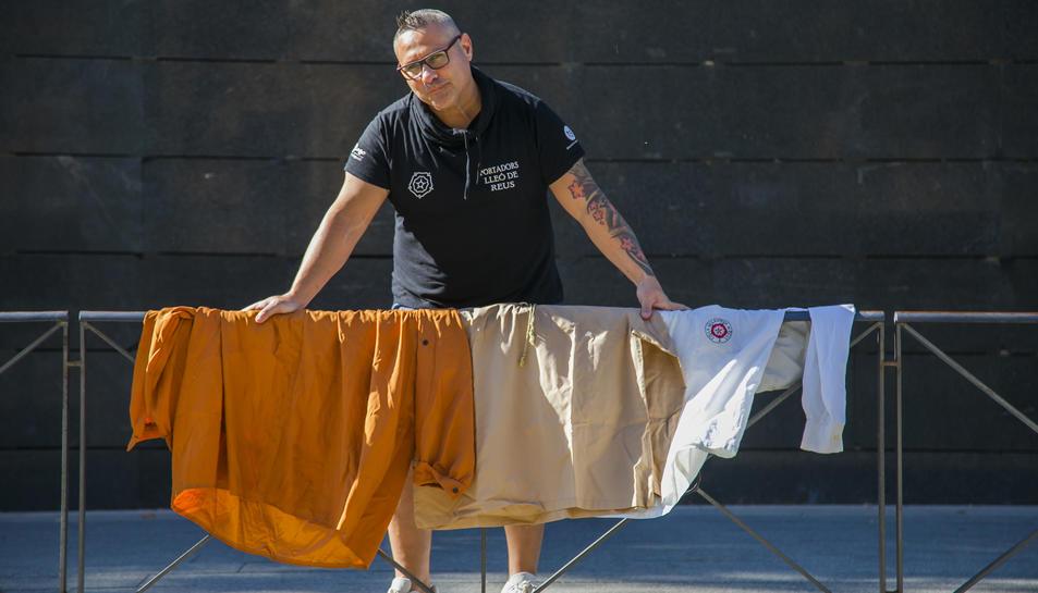 Rius, amb la camisa de gegants (1990) i les del Lleó (2004 i ara).