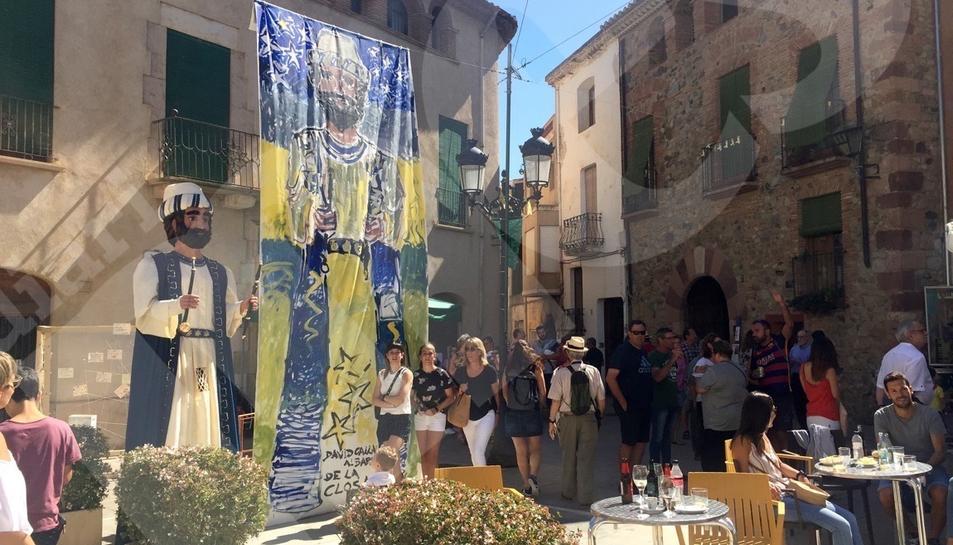 Unos ochenta artistas exponen su arte en el MontbriArt
