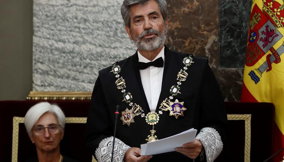 El president del Consell General del Poder Judicial (CGPJ), Carlos Lesmes, al costat de la la fiscal general de l'Estat, María José Segarra, durant la seva intervenció en l'acte de l'obertura de l'any judicial.