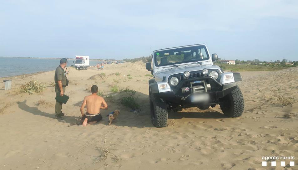 El tot terreny circulava per una zona de dunes, acció que està prohibida.