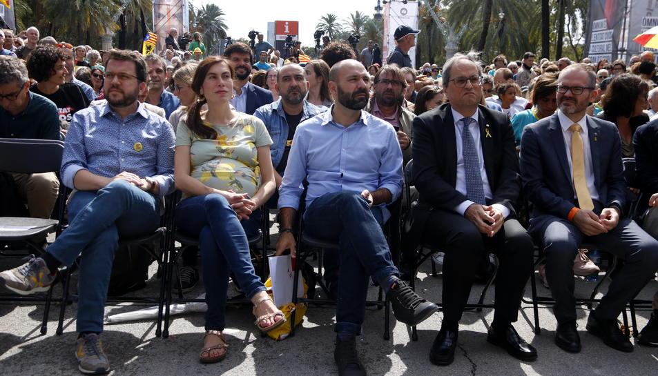 Primera fila de l'acte d'Òmnium amb el president de la Generalitat, Quim Torra, i el vicepresident d'Òmnium, Marcel Mauri.