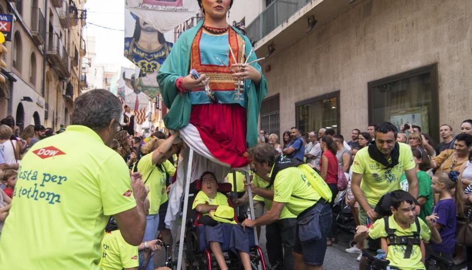 Imatge de la geganta Frida, durant les Festes de Santa Tecla del 2018.