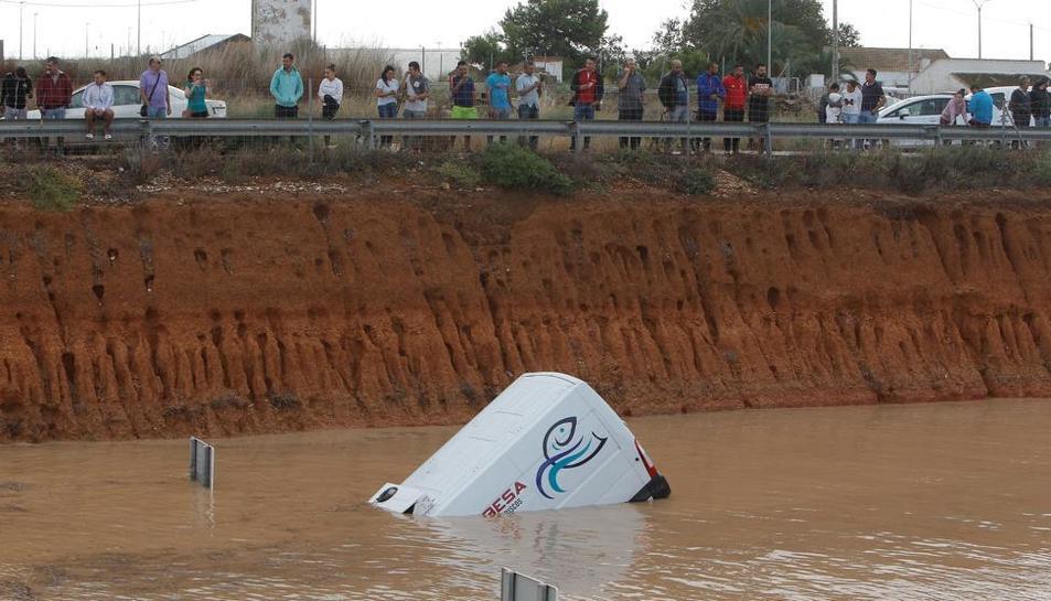 La gota freda deixa quatre víctimes mortals per les pluges torrencials.