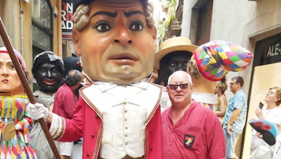 El perpetuador de les festes Jaume Sendra, amb el Nano Capità.