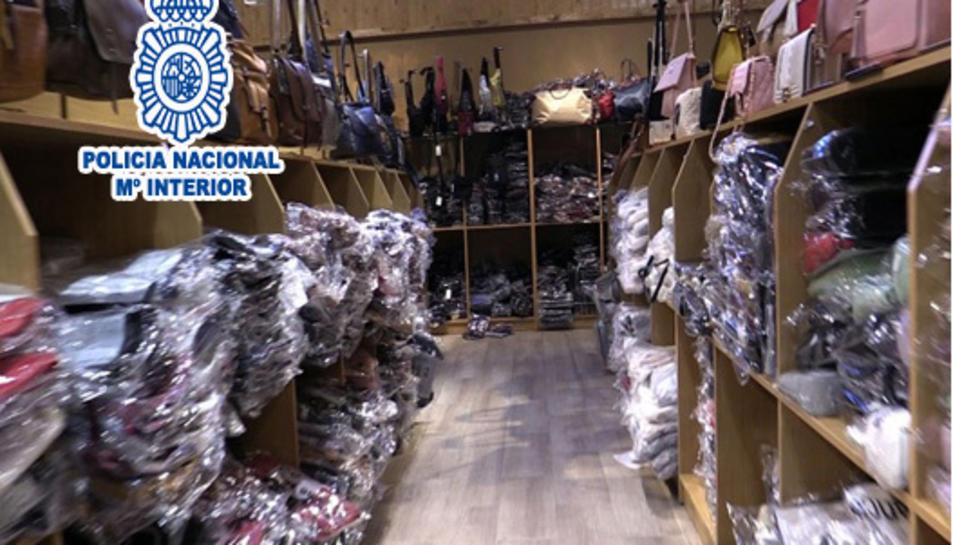 Pla general dels productes falsificats intervinguts per la Policia Nacional.