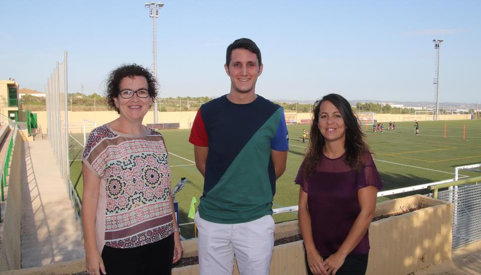 Agnès Ferré, alcaldessa de la Bisbal del Penedès; Ernest Velasco, president de la Joventut Bisbalenca; i Leo Uceda, regidora d'Esports.