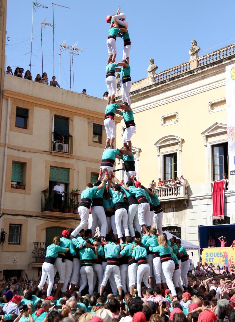 Imatge del 2d9 amb folre i manilles dels Castellers de Vilafranca a la diada de Santa Tecla, el 15 de setembre del 2019