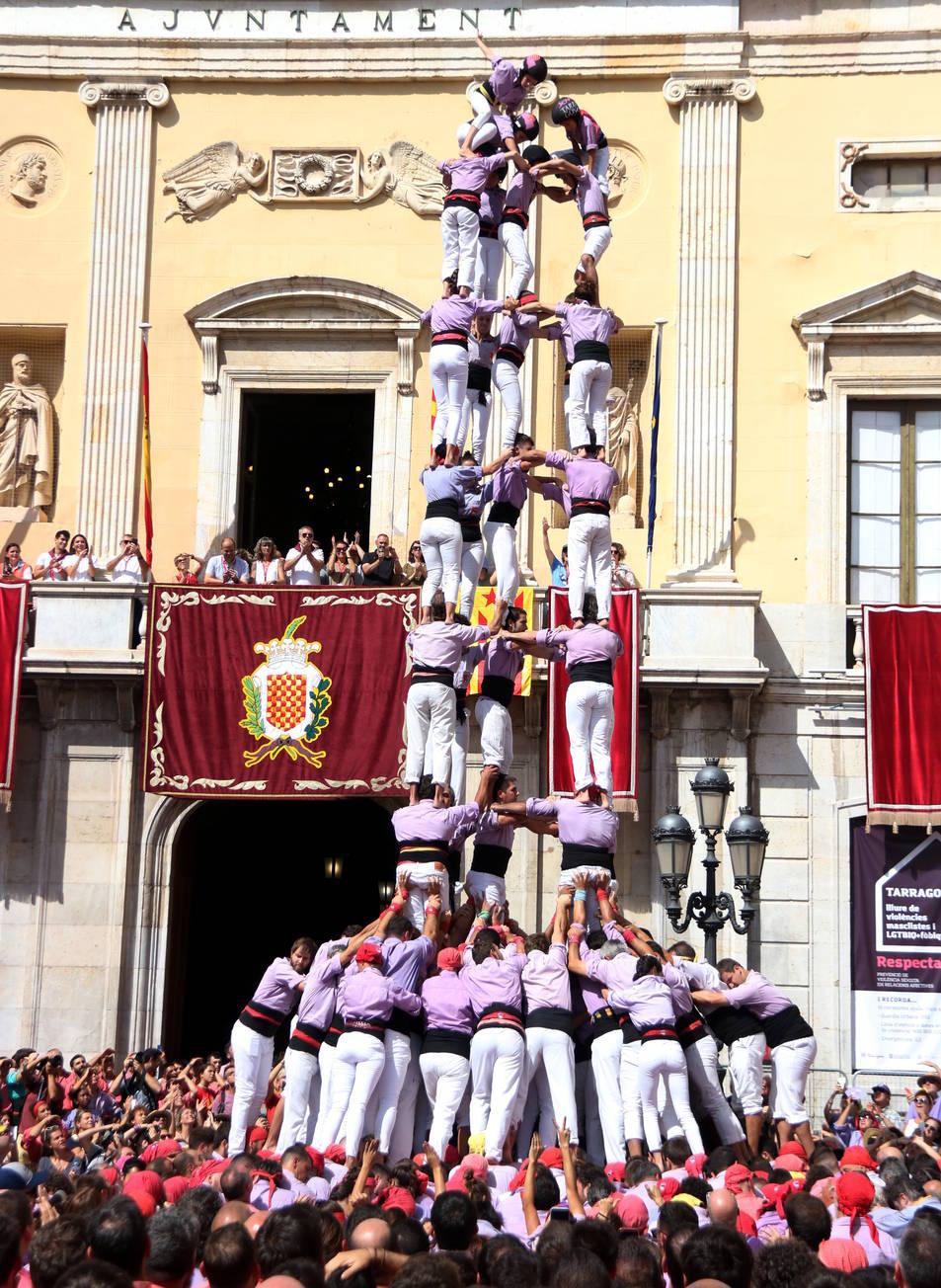 5 de 9 carregat de la Jove de Tarragona a la diada de Santa Tecla