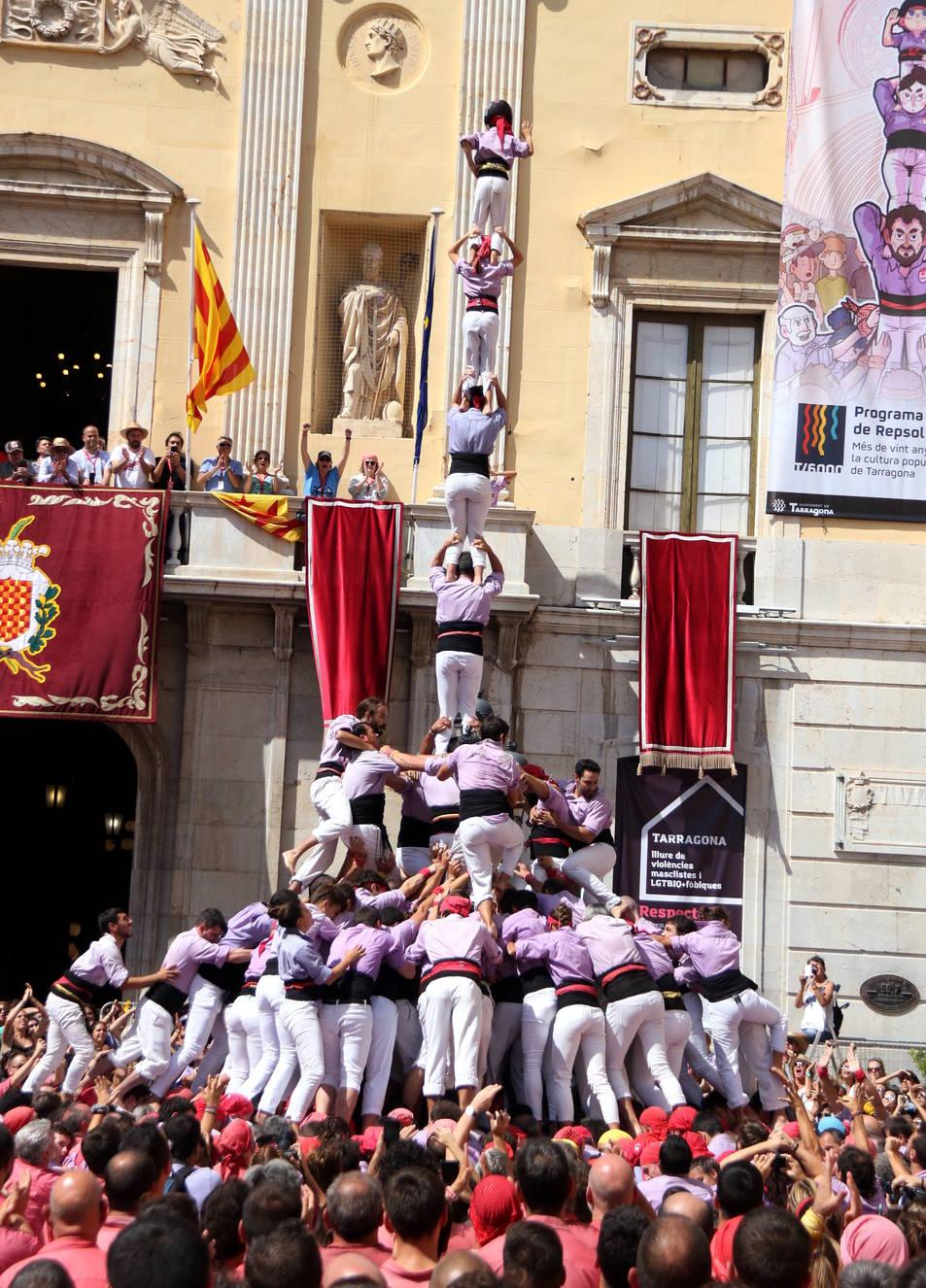 4 de 9 amb folre i l'agulla carregat per la Jove de Tarragona a la diada de Santa Tecla