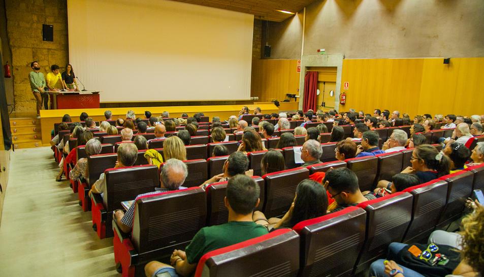 Imatge de la sala de l'Antiga Audiència abans de la projecció.