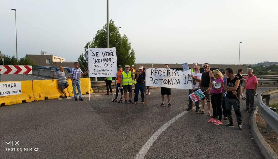 Imatge dels veïns durant l'acció de protesta.