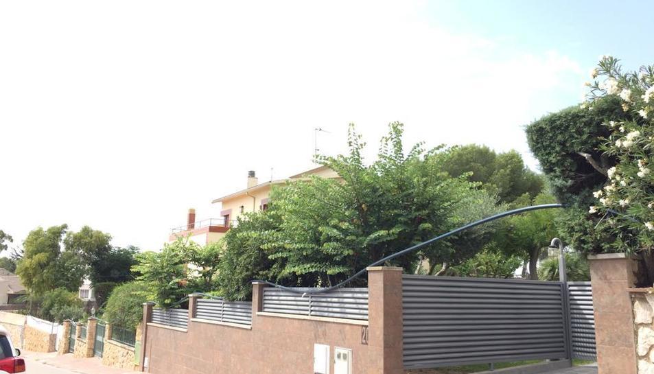 Canonades provisionals que es poden veure en alguns carrers.