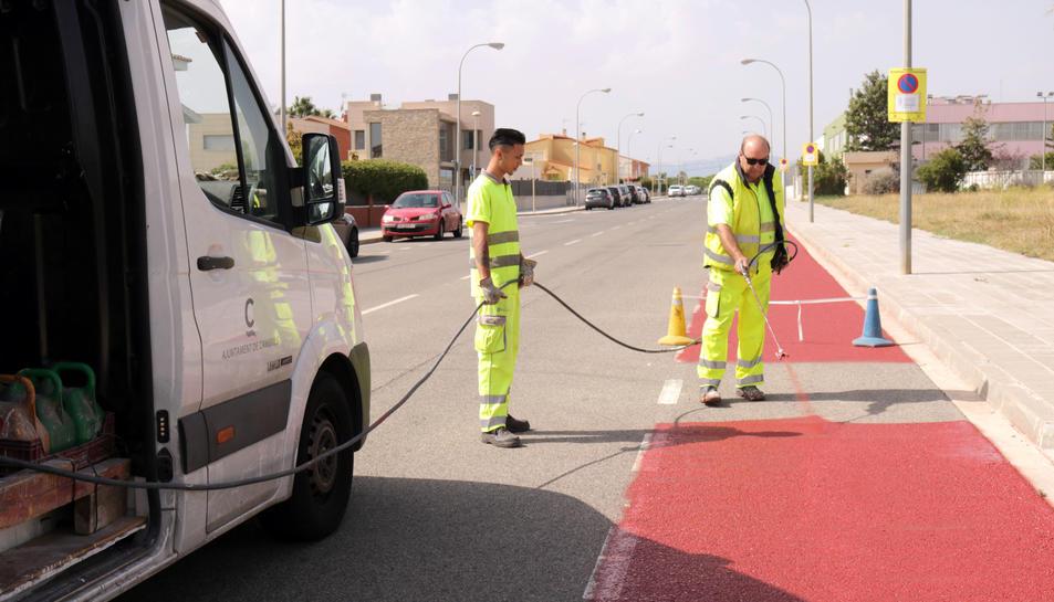 Aquest dilluns han començat els treballs de construcció i senyalització del carril.