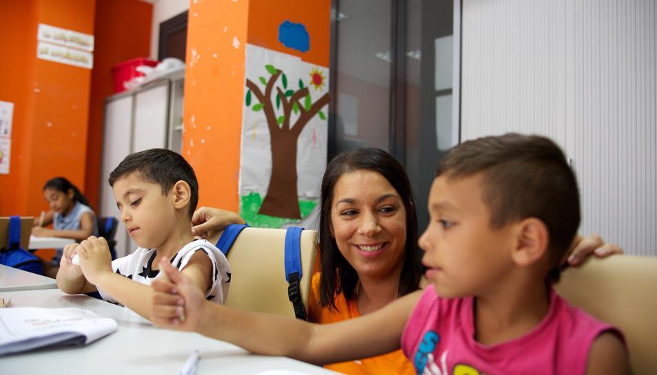 A més dels kits, la Caixa ofereix ajudes educatives a les famílies com ara reforç o estudi assistit.