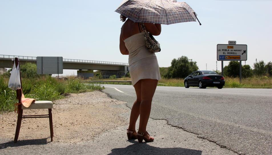 Una noia prostituta a l'N-240 entre Tarragona i Valls