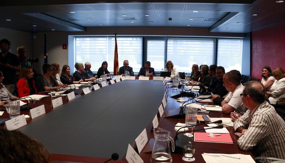 La primera sessió de la Comissió de Govern de la Renda Garantida de Ciutadania, presidida pel conseller de Treball, Afers Socials i Famílies, Chakir el Homrani.