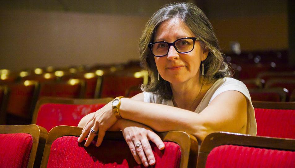 Alícia Bescós a la platea del teatre El Centru de Vila-seca, que acull la programació de l'entitat.