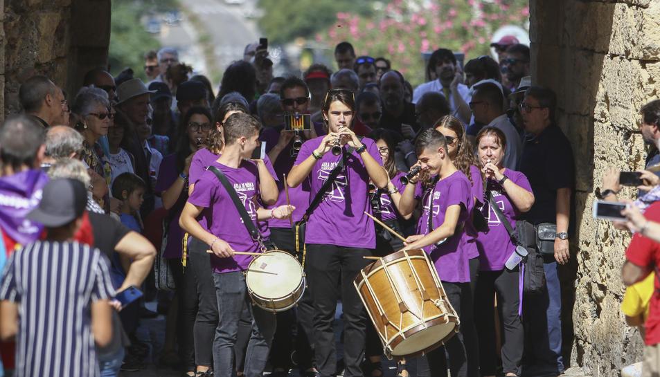 Imatge de músics entrant a la Part Alta.