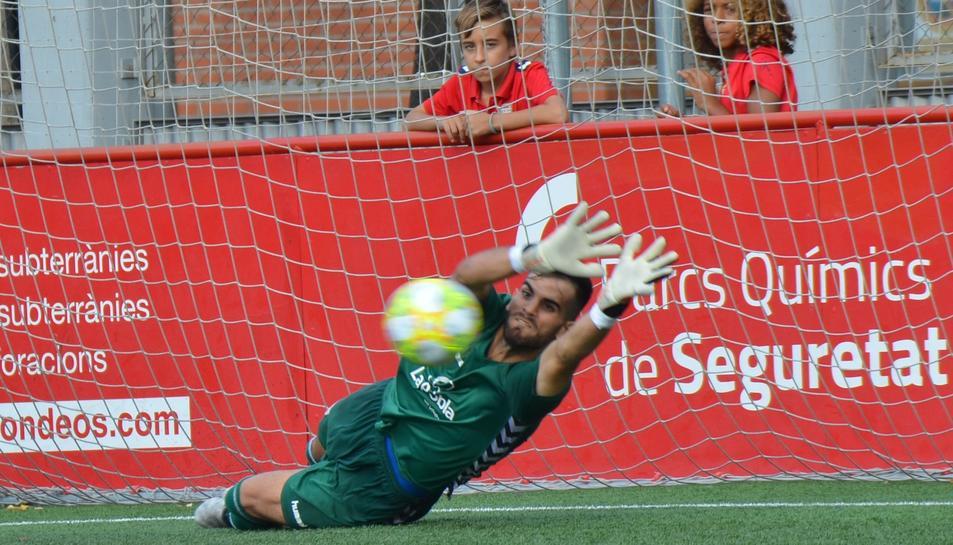 Arnau Riera atura un penal aquest cap de setmana, que va ajudar a la victòria dels seus.