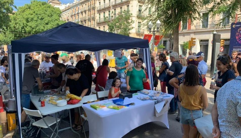 Punt de trobada del vermut solidari a la Rambla Nova.