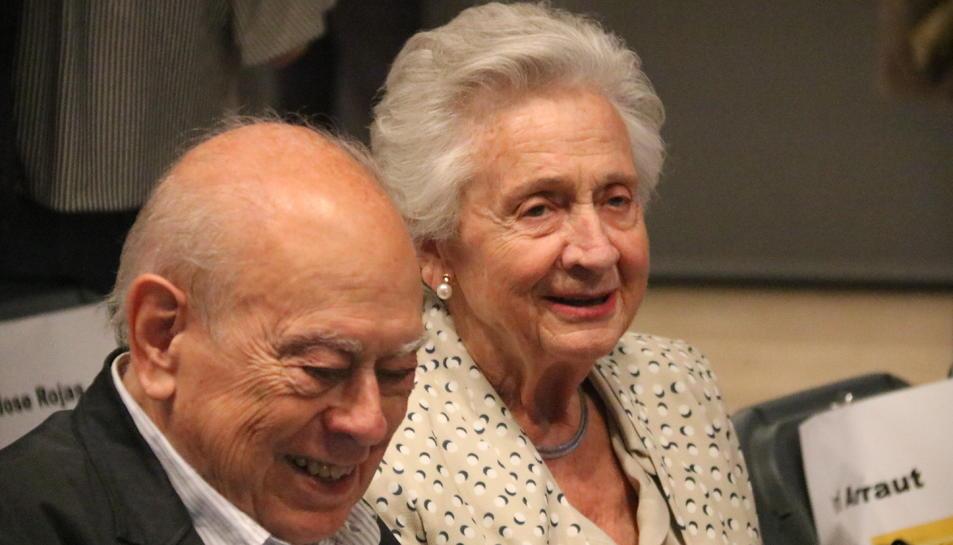 L'expresident del Govern Jordi Pujol i la seva dona, Marta Ferrusola, durant la presentació del llibre de l'exconseller Quim Forn.