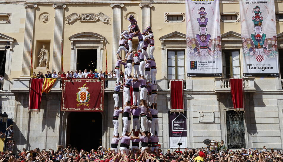 9 de 8 descarregat per la Colla Jove dels Xiquets de Tarragona, en la diada de Santa Tecla.