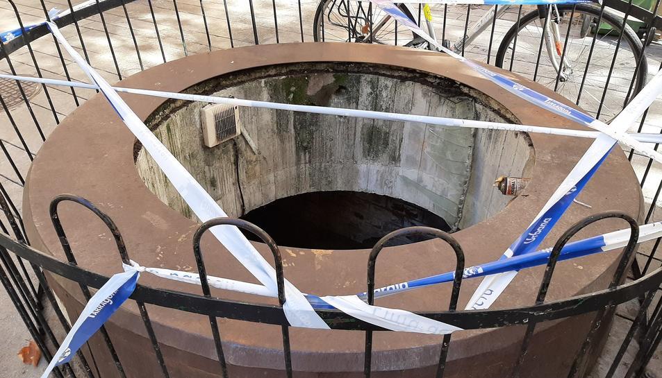 Estado en que quedó el pozo, después de que varias personas los rompieran.