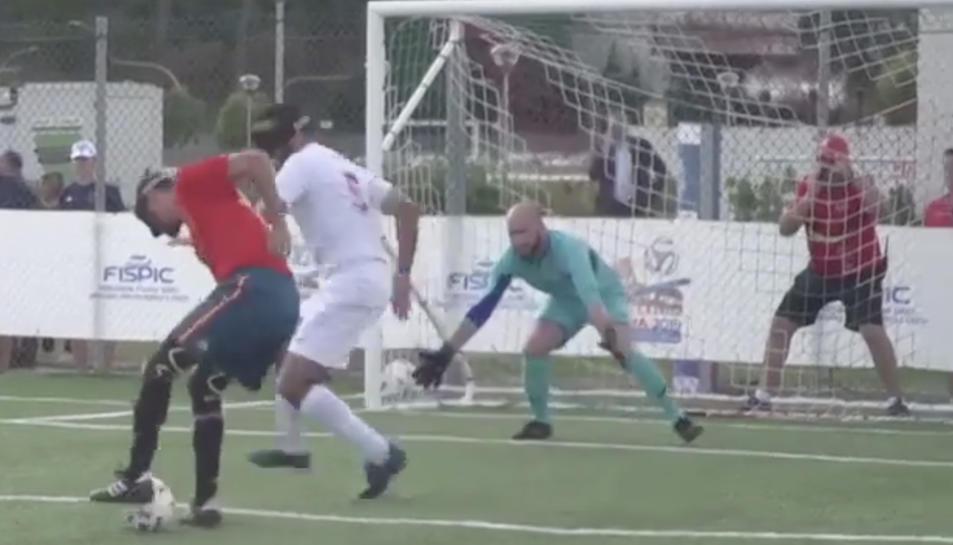 Un moment del partit disputat entre Espanya i frança a la final de l'Europeu.