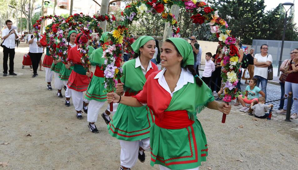 Al arribar al Santuari, els diferents elements també han fet el seu ball davant del temple.