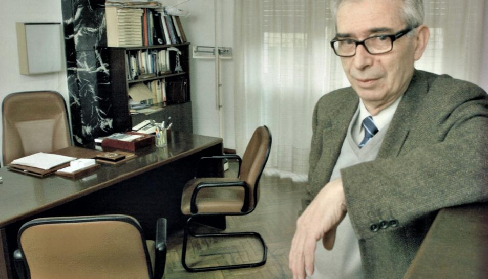 El doctor Santiago Mallafré, a la seva consulta  localitzada a la Rambla Nova.