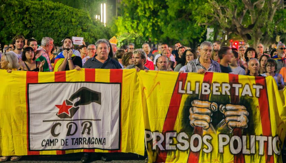 Imatge de la manifestació davant de la Subdelegació de Govern a Tarragona.