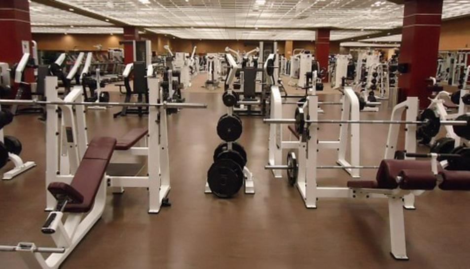Imatge d'una sala de màquines d'un gimnàs.