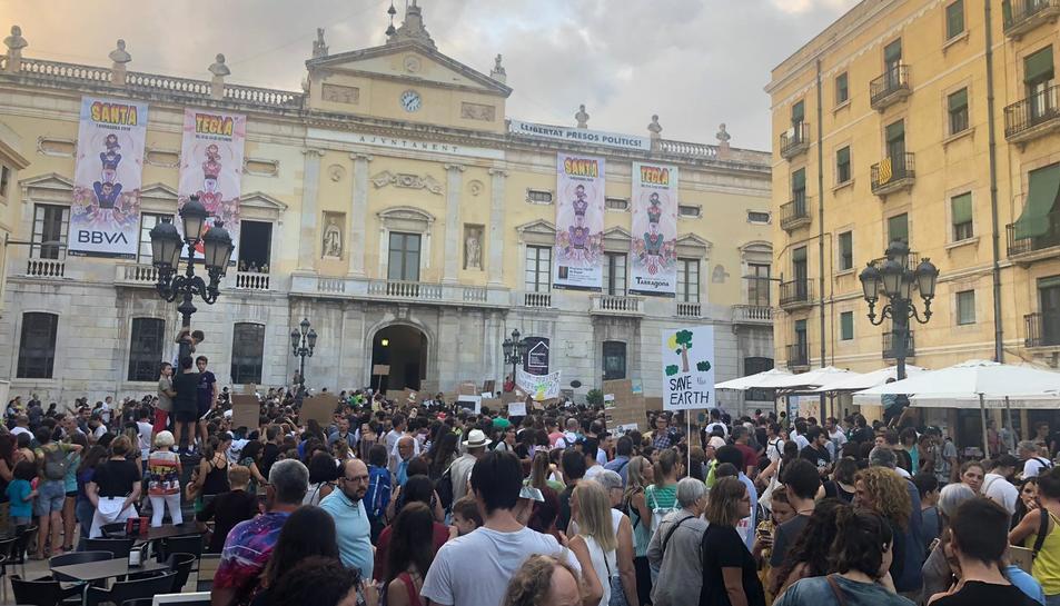Manifestació a la plaça de la Font.