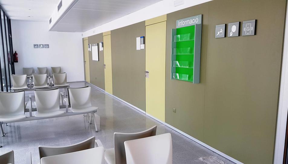 Imatge de l'interior del nou consultori local de la Pobla de Montornès.