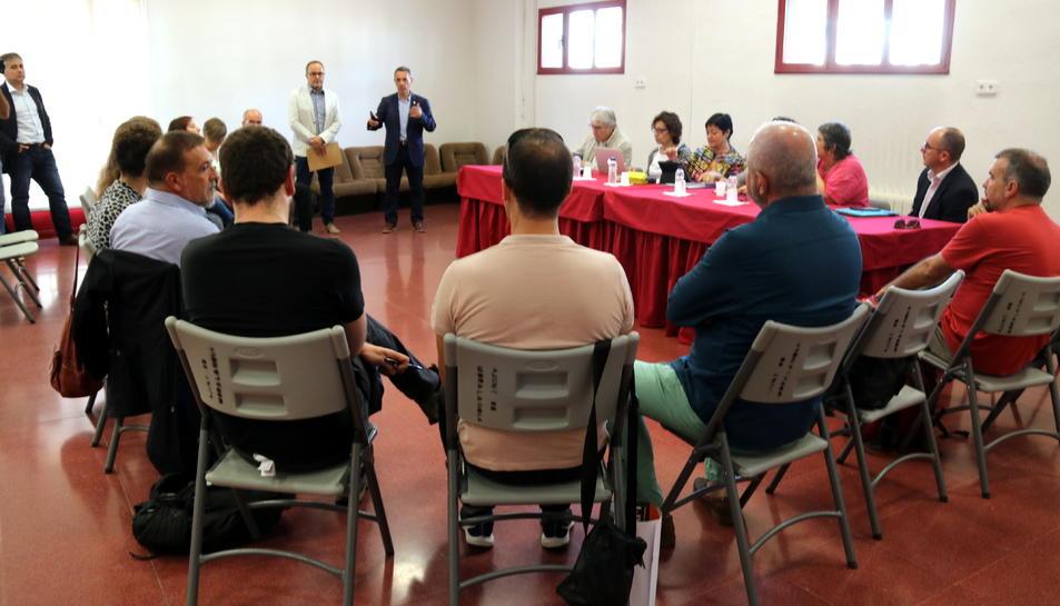 Pla general dels membres del plenari del CoNCA amb representants culturals de les Terres de l'Ebre, a la Casa de la Cultura de Móra la Nova.