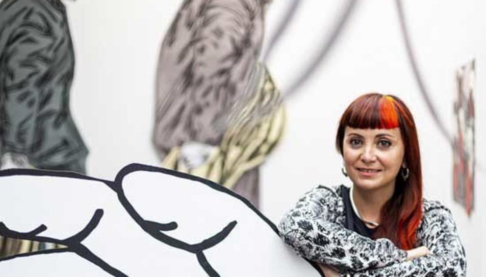 L'artista catalana Susanna Inglada amb una de les seves obres.