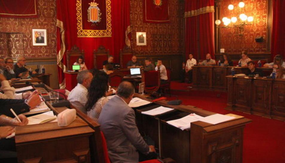 Pla general del ple de l'Ajuntament de Tarragona.