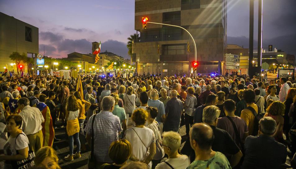 Els manifestants a la Imperial Tàrrraco.