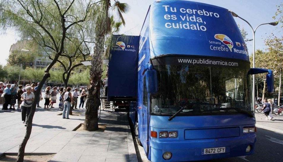 El bus informatiu posarà a la disposició de tothom un ventall de serveis per a poder exercitar el cervell.
