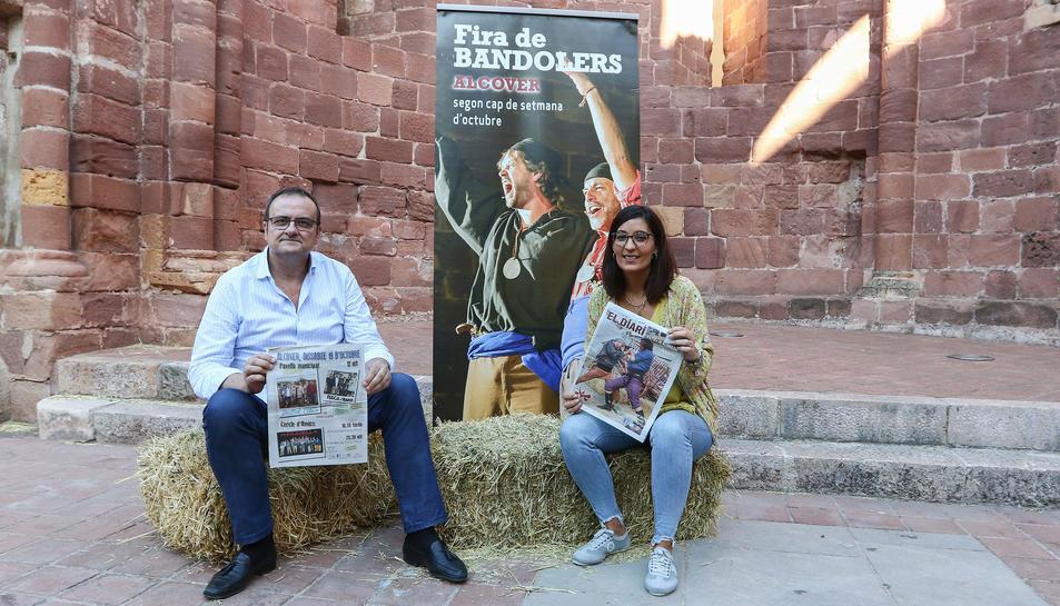 El regidor de Cultura, Josep M. Girona, i la regidora de la fira, Carla Miret, a l'església Vella.