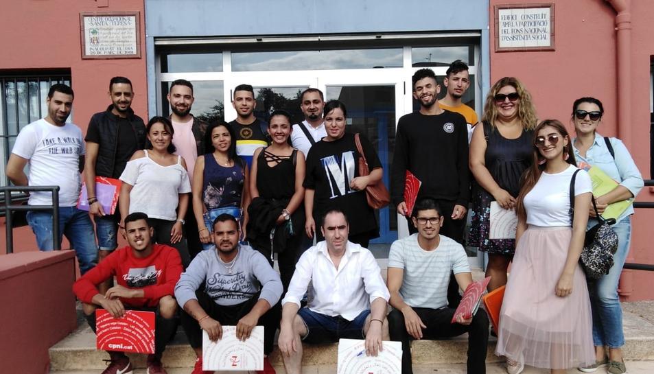 Alumnes i professors del nou curs acadèmic de català del Centre de Normalització Lingüística.