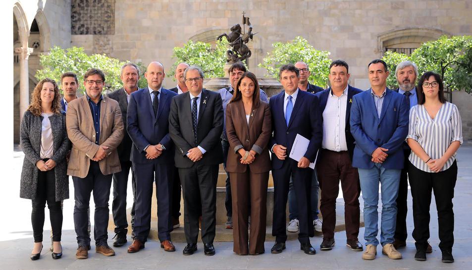 El president de la Generalitat, Quim Torra, i la portaveu del Govern, Meritxell Budó, amb els alcaldes de la Terra Alta.