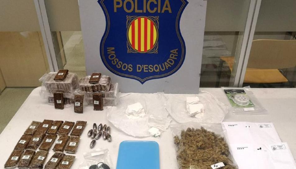 Imatge de la droga intervinguda pels Mossos d'Esquadra en un pis de la Pineda, a Vila-seca.
