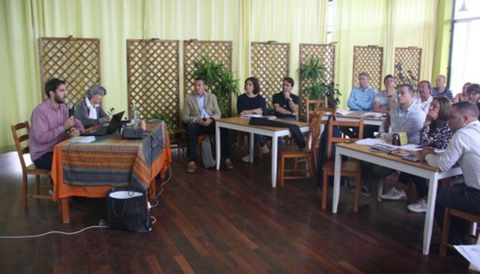 Una de les ponències de les jornades sobre pràctiques ecològiques i arquitectòniques organitzada per l'Associació de Càmpings de la Costa Daurada i les Terres de l'Ebre a Vinyols i els Arcs.