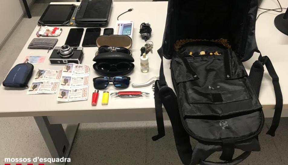 Imatge dels objectes robats, entre ells sis números de la Loteria Nacional.