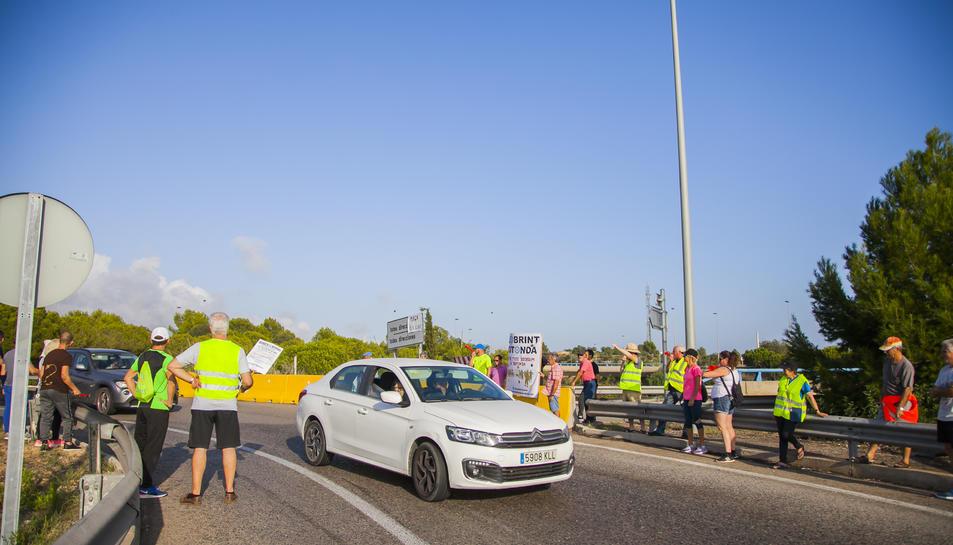 La protesta dels veïns de diversos municipis del Baix Gaià ha tornat a provocar retencions a la carretera N-340 a Torredembarra.
