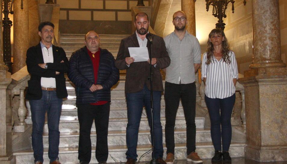 Pla general dels consellers de l'equip de govern de l'Ajuntament de Tarragona, durant la declaració institucional de rebuig a la sentència.